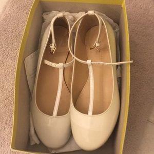 Girls J Crew white patent leather t strap shoe